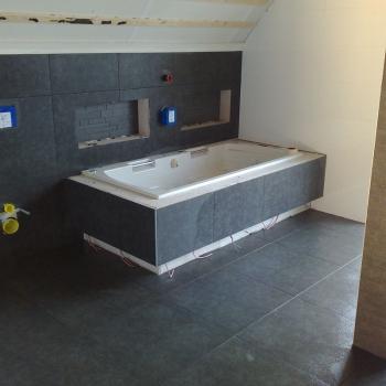 badkamer_zwart_matte_tegels