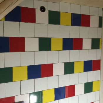 sanitairgebouw_kleurrijk